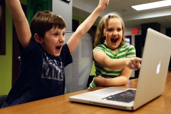 kids-excited-at-a-laptop_800.jpg